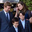 Simon Baker et ses trois enfants Stella, Harry et Claude à Los Angeles, le 14 février 2013.