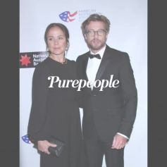 Simon Baker en couple après le divorce : officialisation avec sa compagne, Laura May Gibbs