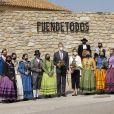 """Le roi Felipe VI et la reine Letizia d'Espagne visitent l'exposition """"Solana Versus Goya. Mask and Simulation"""" dans la salle """"Ignacio Zuloaga"""", près de la maison natale du peintre, à Fuendetodos, le 29 mars 2021."""