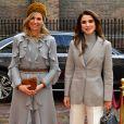 La reine Maxima des Pays-Bas et la reine Rania de Jordanie à La Haye le 21 mars 2018.