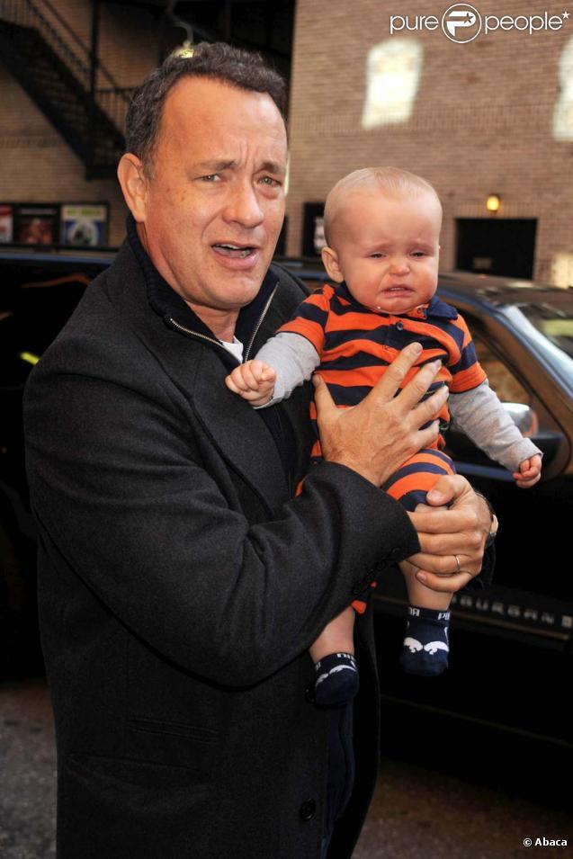 Tom Hanks à la sortie du  Late show  de David Latterman, le 29 octobre 2009 à New York. Oui, il a fait pleurer un bébé !