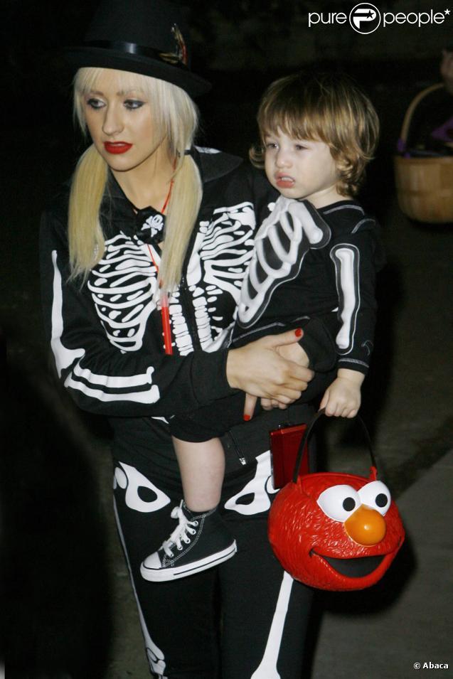 Christina Aguilera et son fils Max (31 octobre 2009, Beverly Hills)