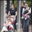 Jennifer Garner et ses poupées Violet et Seraphina (Boston, 31 octobre 2009)