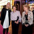 La princesse Mette-Marit et la reine Sonja de Norvège au gala Mamma Mia en faveur de Ruban rose, le 29 octobre 2009 à Oslo