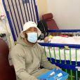 Ashley Cain et sa fille Azaylia à l'hôpital pour enfants de Birmingham. Mars 2021.