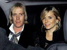 Richard Curtis, le réalisateur de Love Actually, tourne avec l'amoureux de Sienna Miller...