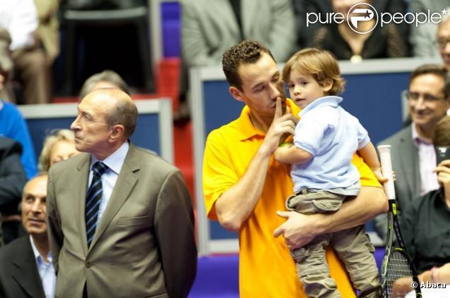 Michaël Llodra dispute la finale du tournoi de Lyon. Son fils Téo, adorable, est là pour le supporter et fait son show !  01/11/09