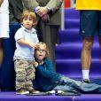 Michaël Llodra dispute la finale du tournoi de Lyon. Son fils Téo, adorable, est là pour le supporter et fait son show !  Sa fille Manon également. 01/11/09
