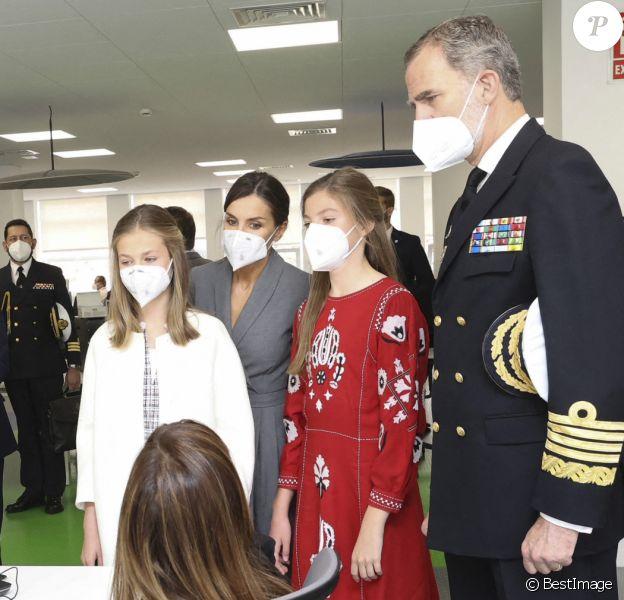 Le roi Felipe VI d'Espagne, la reine Letizia d'Espagne, La princesse Leonor et L'infante Sofia d'Espagne - La famille royale d'Espagne assiste au lancement du sous-marin S-81 'Isaac Peral' à Carthagène, Espagne