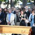 Marek Halter, Bernard Kouchner, Harlem Desir, Jean Benguigui, Jack Lang, sa femme Monique et leur famille - Obsèques de Valérie Lang au cimetière du Père Lachaise à Paris. Le 25 juillet 2013
