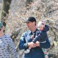 Exclusif - Amy Schumer et son mari Chris Fisher ont passé l'après-midi au parc avec leur fils Gene Attell Fischer à New York malgré le confinement imposé par les autorités pour endiguer la pandémie du coronavirus (COVID-19), le 21 mars 2020.