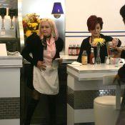 Cyndi Lauper est désormais serveuse... dans un fast food !