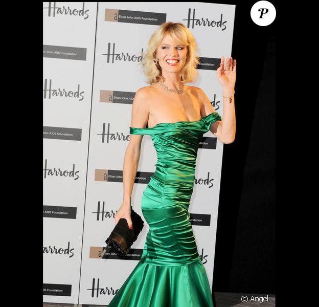 Eva Herzigova à la soirée Emerald Ball au magasin Harrod's de Londres le 5/11/09