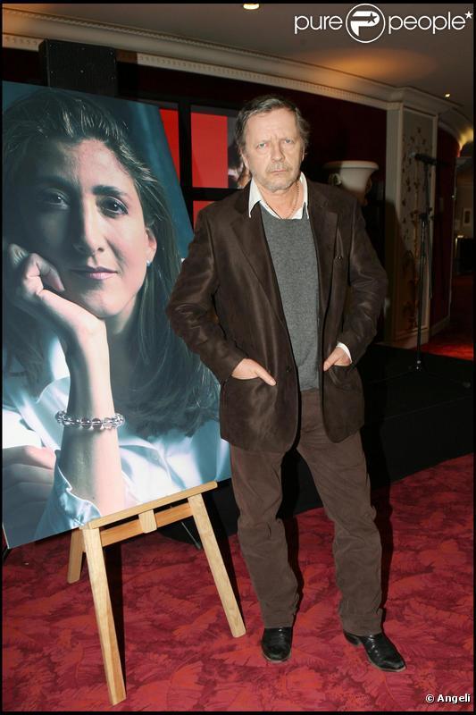 Le chanteur Renaud, soutenant la libération d'Ingrid Betancourt