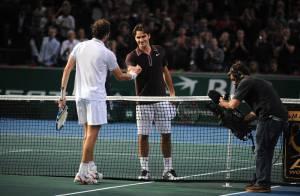 Regardez le roi Roger Federer se faire terrasser par... le joueur français Julien Benneteau !