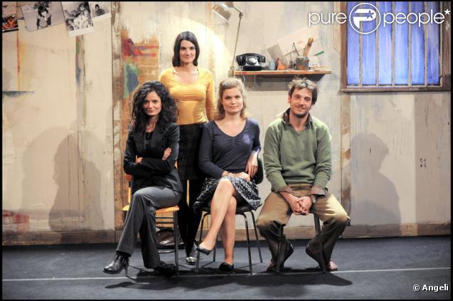 Sarah Biasini, Rachel Arditi et Benjamin Bellecour dans Qu'est-ce qu'on attend ? le 10 novembre 2009 au théâtre Ciné 13 à Paris, avec le metteur en scène Salomé Lelouch