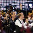EXCLUSIF : Robbie Williams rejoint ses anciens camarades de Take That sur scène à Londres, le 13 novembre 2009.