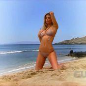 Regardez la sublimissime Marisa Miller... enseigner les poses sexy sur une plage ! Une merveille !