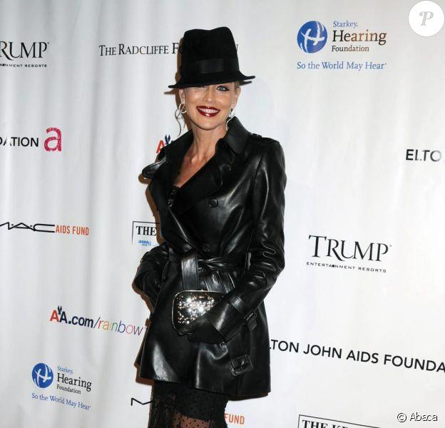 Sharon Stone à la soirée de charité d'Elton John à New York le 16/11/09