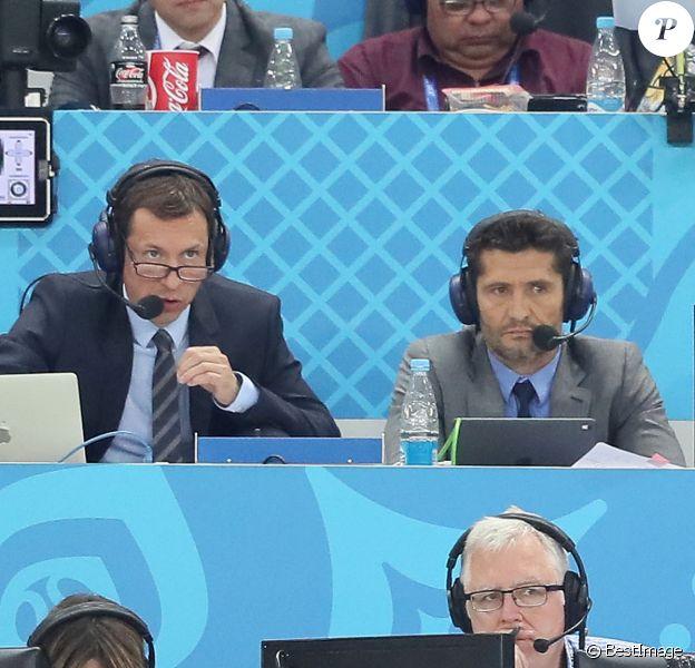 Les commentateurs Bixente Lizarazu et Grégoire Margotton lors de la 8ème de finale du match de coupe du monde opposant l'Angleterre à la Colombie au stade Spartak à Moscow, Russie. © Cyril Moreau/Bestimage