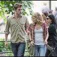 Robert Pattinson et Emilie de Ravin sur le tournage de Remember Me à New York en juillet 2009