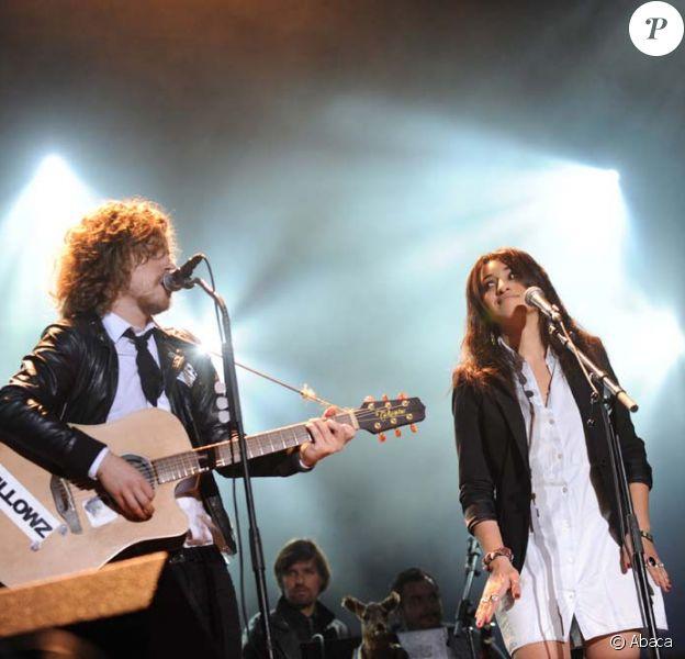 Julien Doré et Camelia-Jordana en duo pour le festival Musik'elles, à Meaux, le 25 septembre 2009.