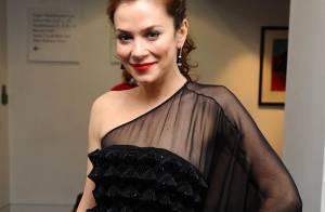 La belle Anna Friel tout en transparence aux côtés... de la très jolie Natascha McElhone !