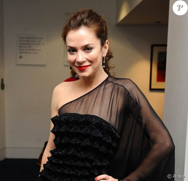 La belle Anna Friel à la Royal Opera House de Covent Garden, à Londres, où se tiennent les Evening Standard Theatre Awards, le 23 novembre 2009.