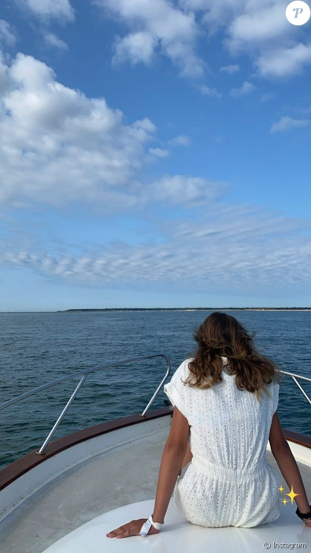 Laure Manaudou sur un bateau en pleine mer, le 23 août 2021.