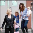 Violet fête son anniversaire avec mamie Affleck, Maman Jennifer Garner... et Seraphina bien sûr ! (1er décembre 2009)