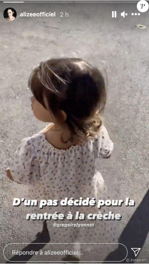 Maggy, la fille d'Alizée, fait son premier jour à la crèche.