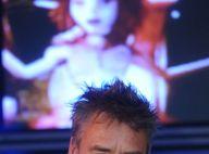 Regardez Luc Besson dont la société est dans le rouge de plusieurs millions... parler de l'avenir avec sourire !