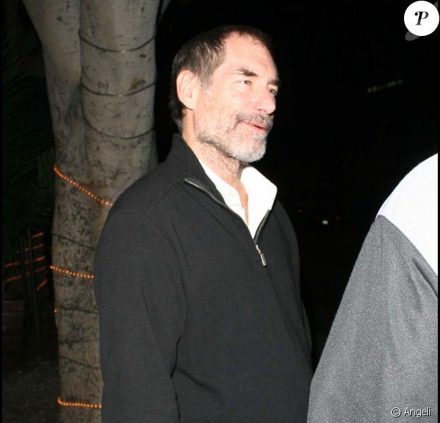 Timothy Dalton à la sortie d'un restaurant de Los Angeles, le 2 décembre 2009.