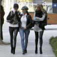Laeticia Hallyday et ses amies Betty, ex-femme de Franck Leboeuf, et Christina se rendant au chevet de Johnny au Cedars-Sinai de Los Angeles, mercredi 9 décembre 2009