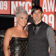 Pink et son mari Carey Hart posent aux MTV Music Video Awards en septembre 2009