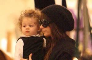 Nicole Richie : Et maintenant, la jolie brune fait du shopping avec sa fille... Trop choupette !