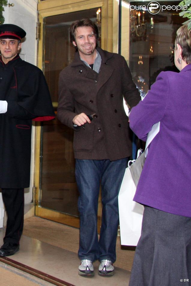 Emmanuel Philibert de Savoie une semaine après son accident de moto, le 12 décembre 2009