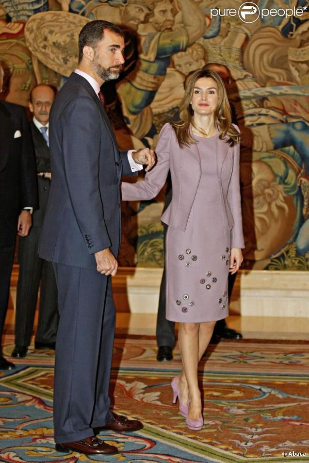 Letizia d'Espagne à Madrid avec la famille royale pour une journée placée sous le signe de Noël ! Ici avec son époux Felipe le 23/12/09