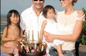 Johnny et Laeticia Hallyday... les retrouvailles avec leurs fillettes dans leur villa de Beverly Hills !
