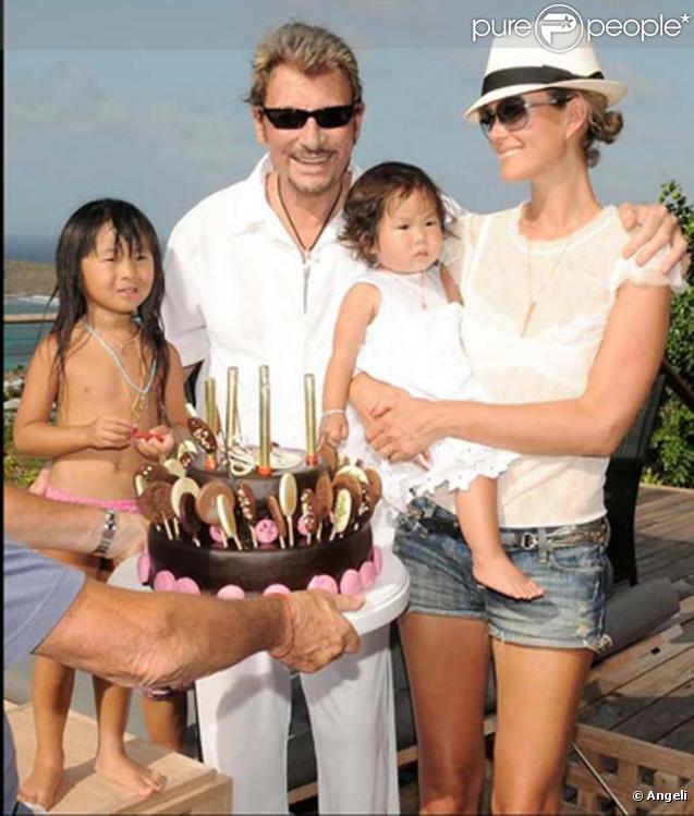 johnny et laeticia hallyday les retrouvailles avec leurs fillettes dans leur villa de beverly. Black Bedroom Furniture Sets. Home Design Ideas