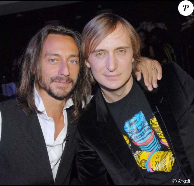 Bob Sinclar et David Guetta, en lice pour le titre de meilleur DJ du monde. Ici à Paris Le 11 juin 2008