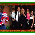 Mauvais timing 1 : la carte de Noël bien jolie de Charlie Sheen et Brooke Mueller.