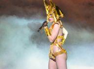Lady Gaga : Elle sort costumes sexy, cuir, plumes et cuissardes et met le feu... à une Université !