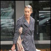 Rachel Griffiths : Avec sa famille à l'aéroport, elle déballe tout... Quel bazar !