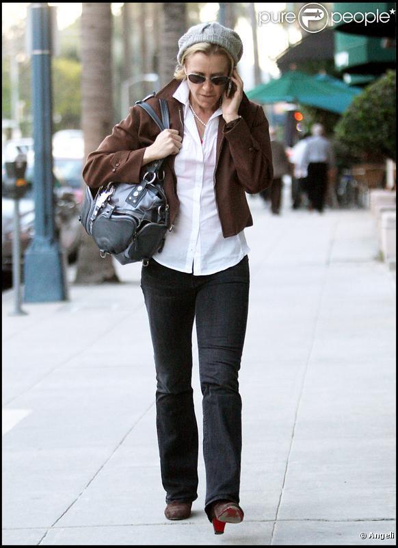 Felicity Huffman sort de chez le médecin à Beverly Hills le 11 janvier 2010