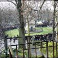 Obsèques de Mano Solo, au Père-Lachaise, le 14 janvier 2010 : une émotion et un recueillement partagés par la famille, les proches et quelques dizaines d'anonymes endeuillés...