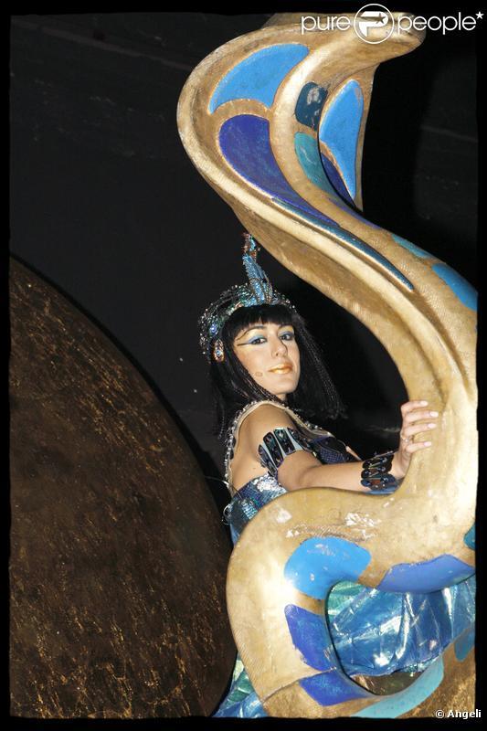 Cléopâtre, la dernière reine d'Egypte , se joue au Palais des Sports de Paris jusqu'au 30 janvier 2010. Sofia Essaïdi y tient le rôle principal.