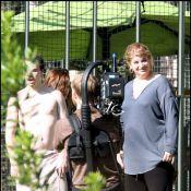 Kirstie Alley : Toujours en surpoids et entourée de trois hommes torses nus... lutte toujours pour les dangers de l'obésité !