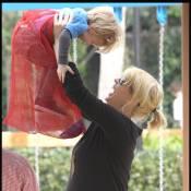 Jenna Elfman : Au bord de l'accouchement... Elle s'éclate avec son petit bonhomme !