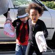 Angelina Jolie et ses filles Zahara et Shiloh en session shopping le 16 janvier 2010